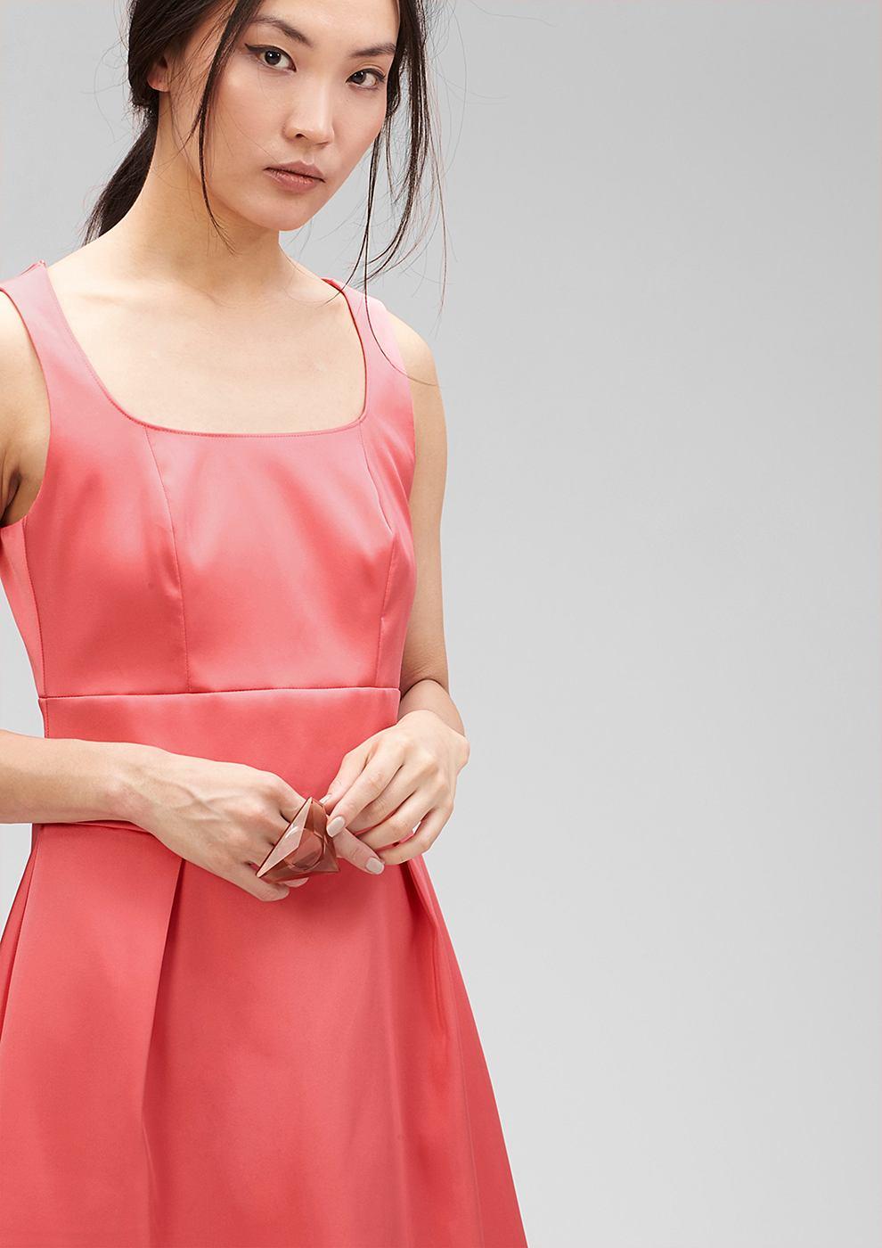 s.Oliver Premium Getailleerde jurk van satijn rood