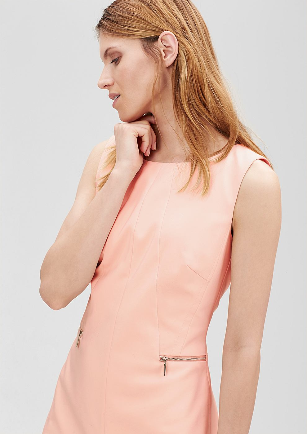 s.Oliver Premium Aansluitende jurk met een ritsdetail rood