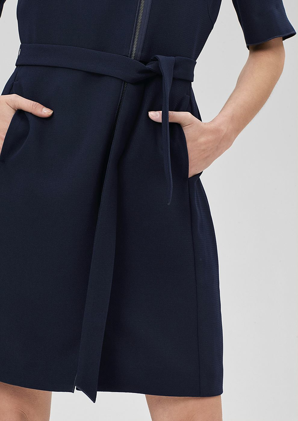 s.Oliver Premium jurk met een rits en bindkoord blauw