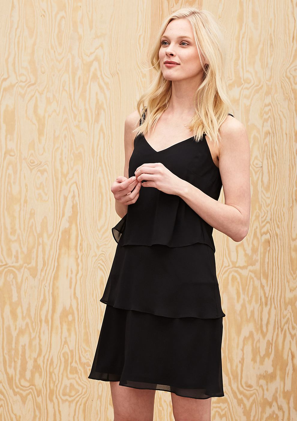 s.Oliver Premium jurk met volants en strasdetails zwart