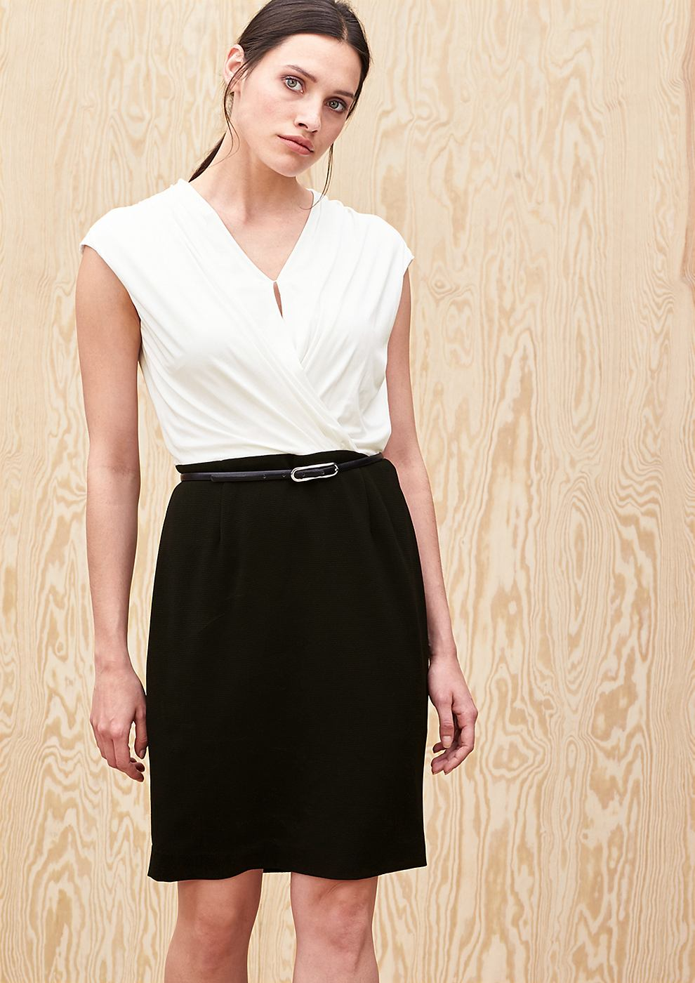 s.Oliver Premium Aansluitende jurk van een materiaalmix zwart